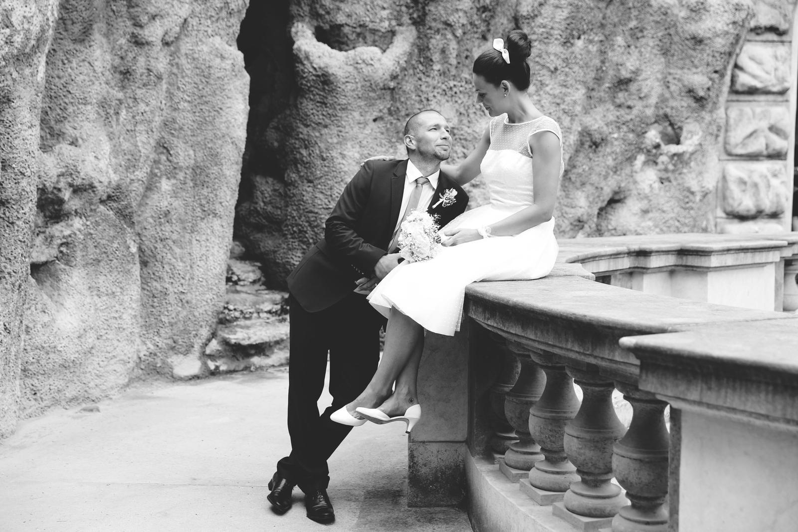 Svatební focení v Grébovce - zrcadlo v Grébovce - černobílá varianta