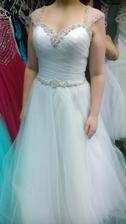 Tady je více vidět bílá barvička šatů :-)