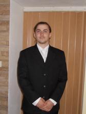 Můj fešák má oblek, košili i regatu. :-)