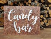 Dřevěná cedule s nápisem CANDY BAR,