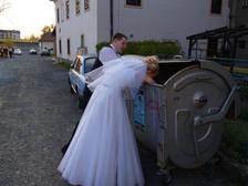 proc jsi muj svatebni darek zrovna schoval do popelnice?