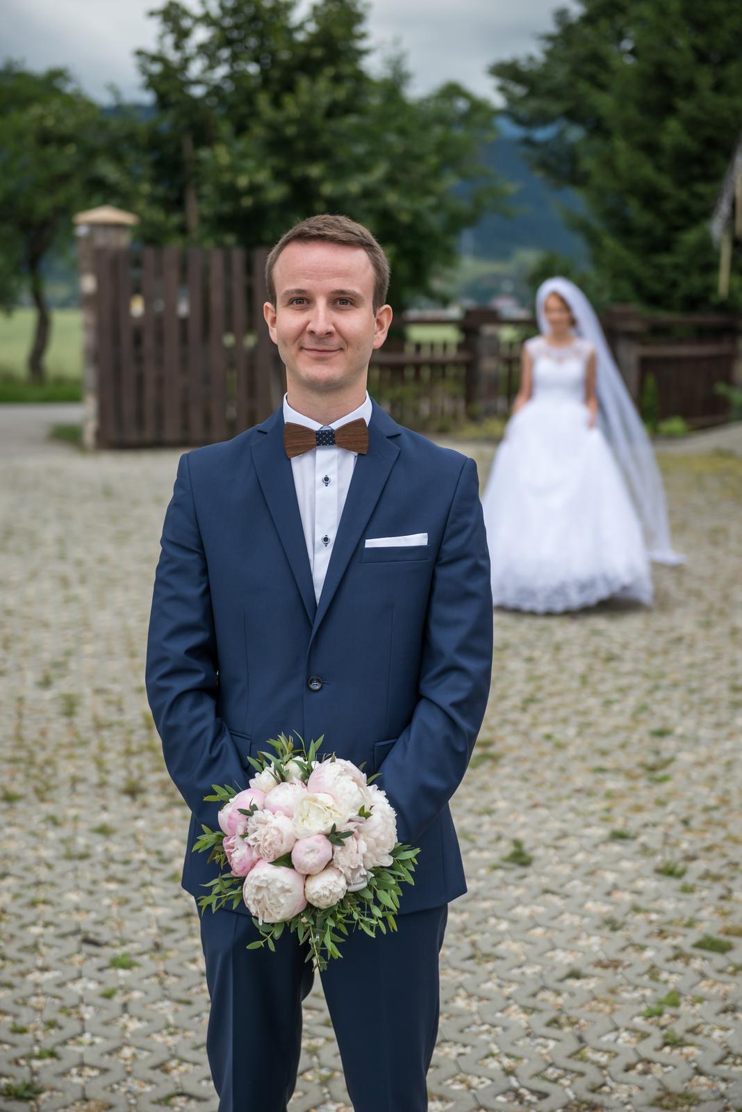 Lucia{{_AND_}}Štefan - Manžel (vtedy ešte snúbenec) plný napätia čaká, kedy ma prvýkrát uvidí ... 💕