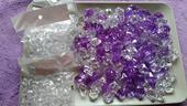 krystaly a kamínky,