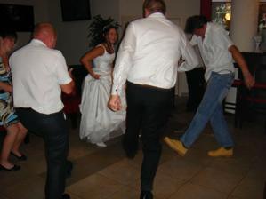 divoký tanec v šatech