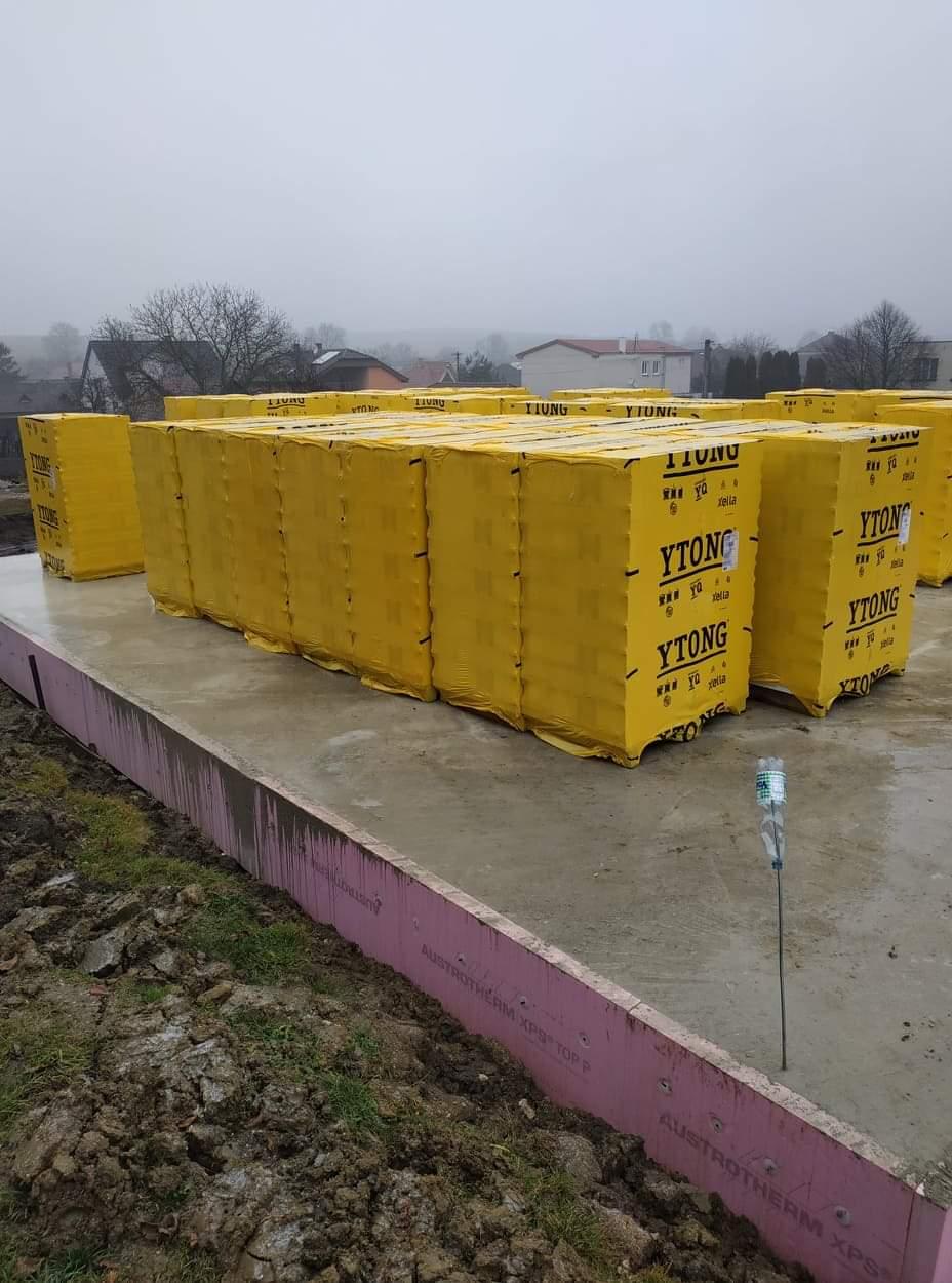 Stavba domu - Svojpomocne 🏠 - Už prišli aj kvadre