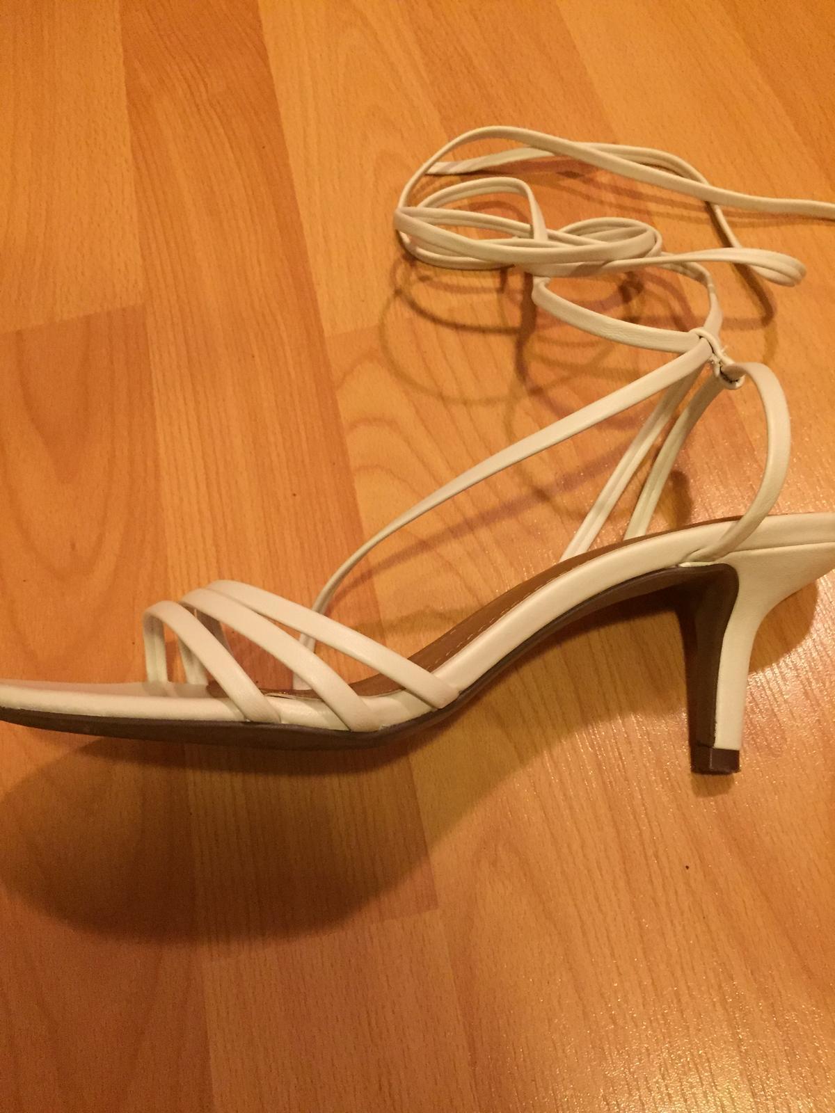 Elegantní bílé sandálky  - Obrázek č. 1