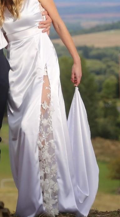 vílí šaty s vlečkou - ze salonu - Obrázek č. 1