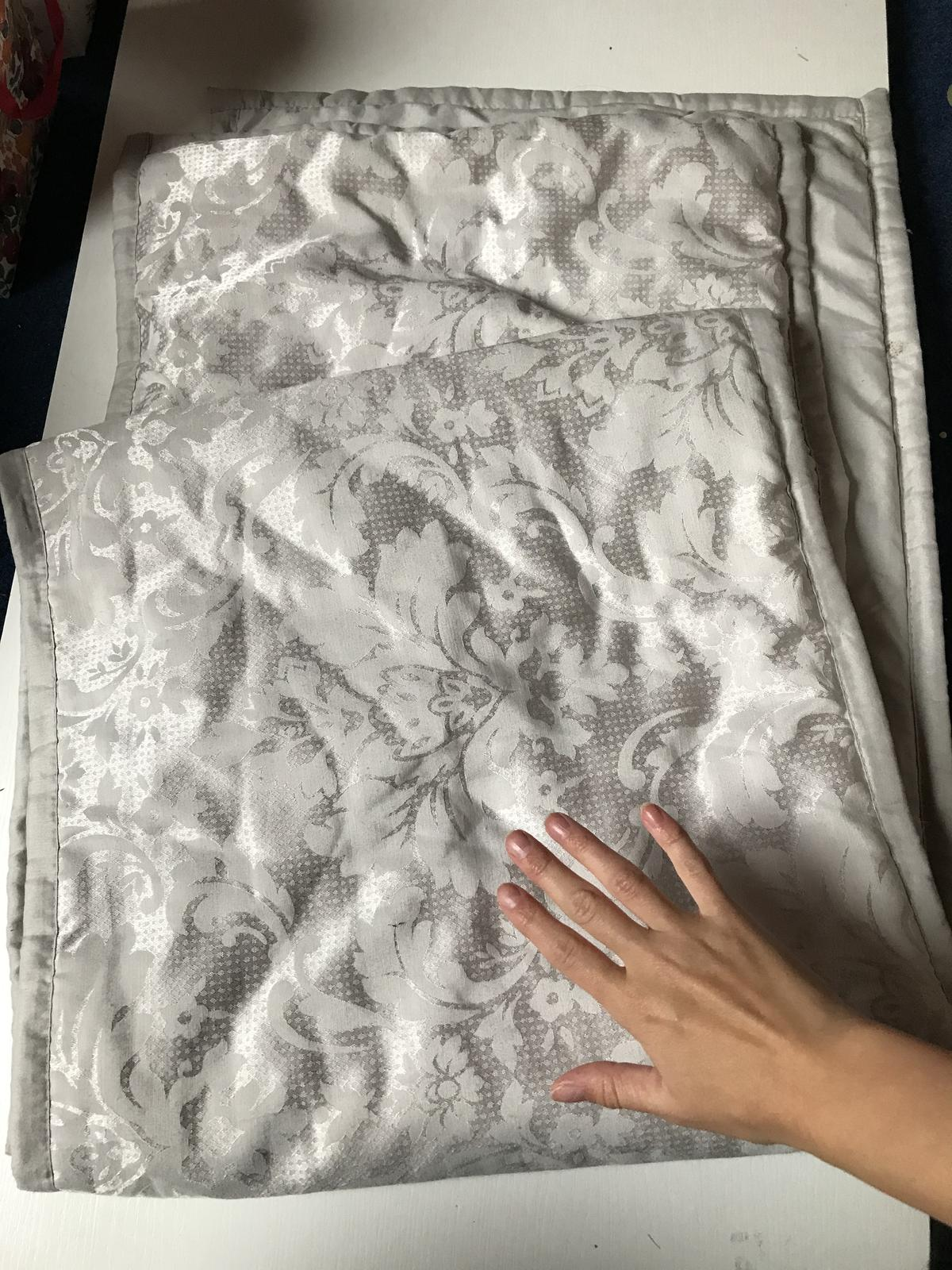stříbrnošedý potah/deka - Obrázek č. 1