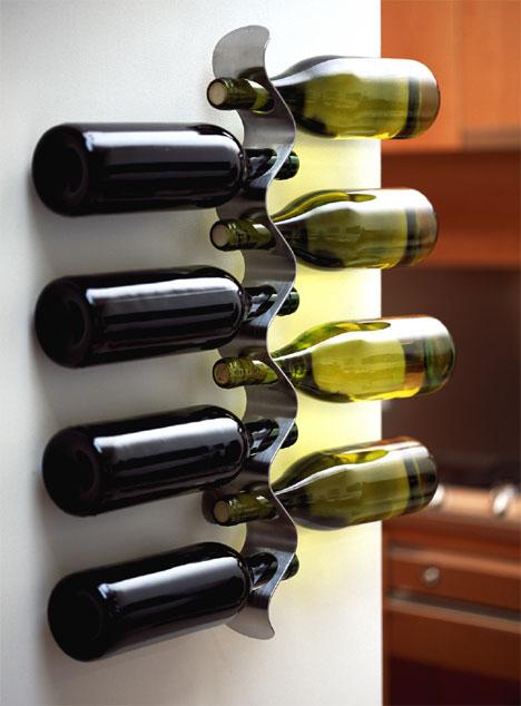 Kuchynské dizajnové doplnky na www.dekoraciedobytu.sk - Black Blum Flow - drziak na vína