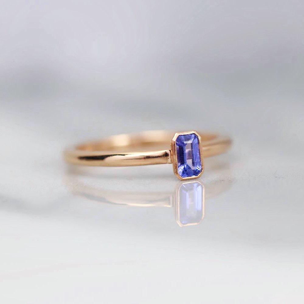 egne - Zásnubný prsteň vyrábaným na mieru s Tanzanitom, nájdete aj na našom e-shope