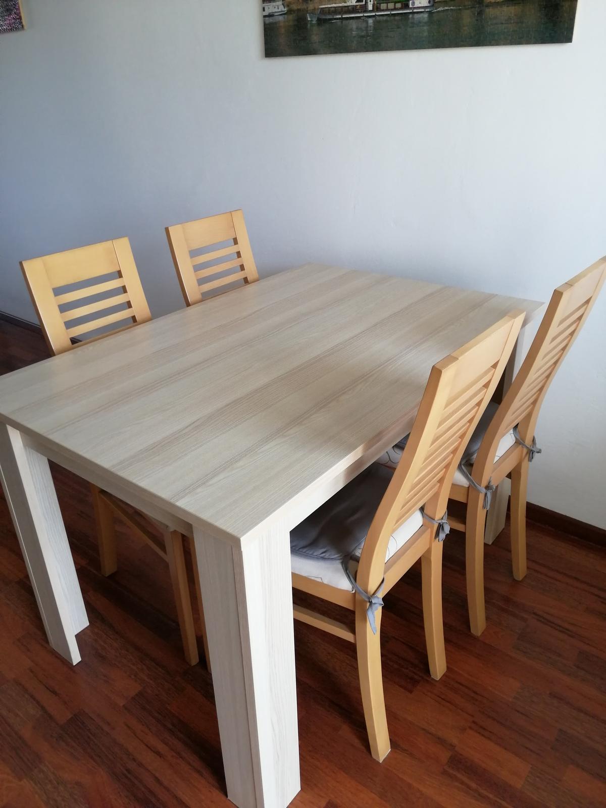 Jedálenský stôl a 4 stoličky - Obrázok č. 1