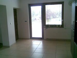 Pod tímto oknem bude jídelní stůl...fr.dveře vedou na terásku:-)
