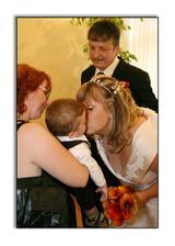 Polibky se svatebčany.. :)