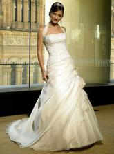 pěkný šaty Maggie Sottero, tenhle styl se mi líbí - s ramínkama - nechtěla bych klasický korzet.. ale kdo ví :o)