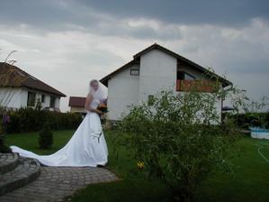 doma na zahradě
