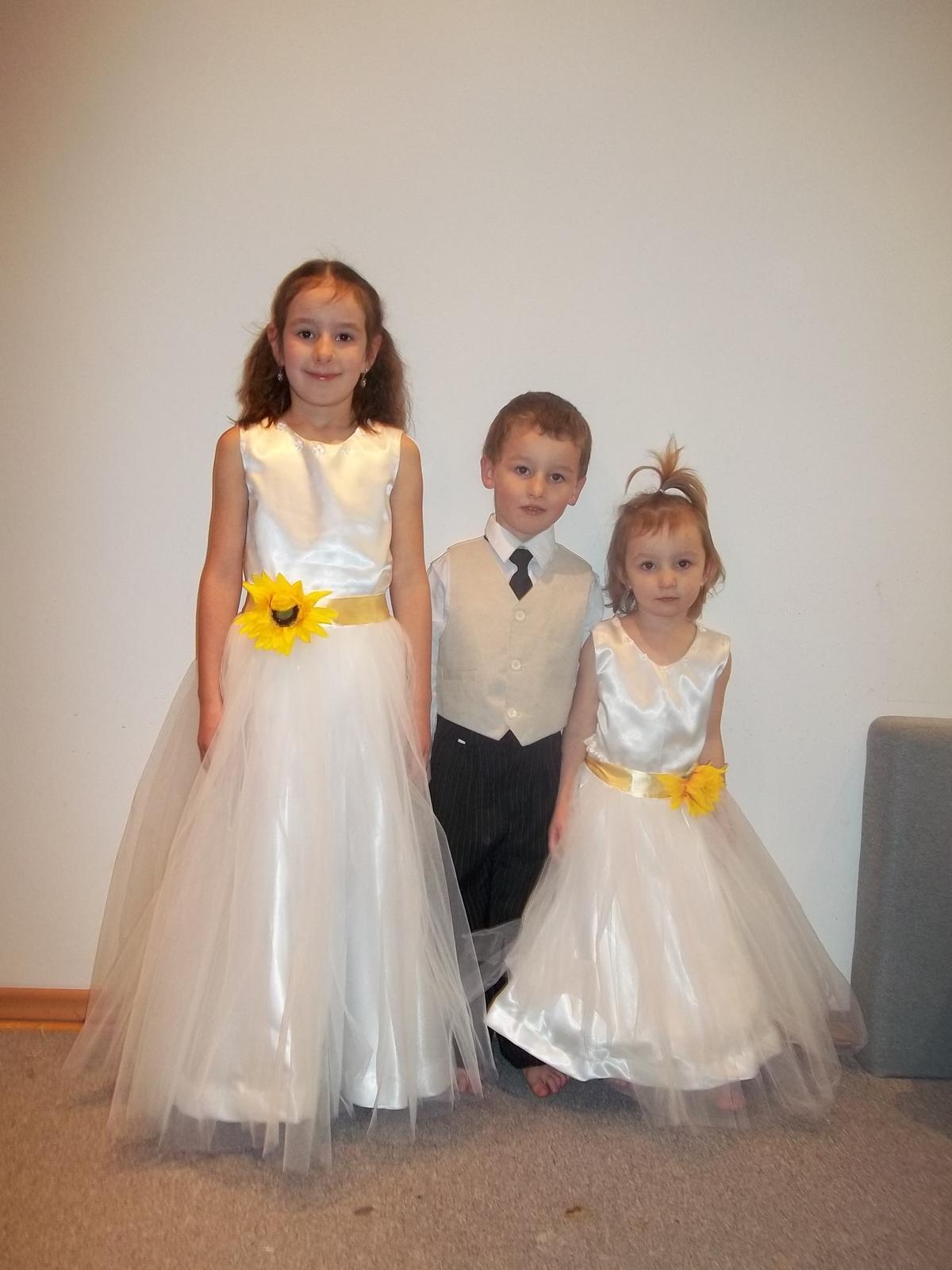 Moje vytvory na svadby - dievčatam som ušila šaty podla želania nevesty