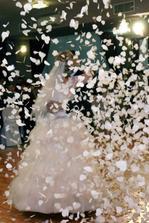 náš prvý nacvičený tanček...Tri oriečky pre popolušku zakončený srdiečkovým ohňostrojom...ten okamih si uchovám navždy...nádherná spomienka ako aj celá svadba:)
