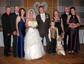 ženích s rodinou