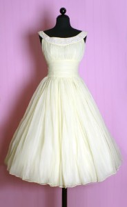 Krátké svatební šaty - Obrázek č. 31