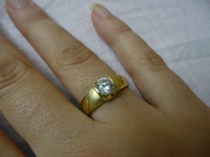 môj krásny zásnubný prstienok  :x