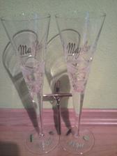 naše poháre s krížikom od rodičov :)