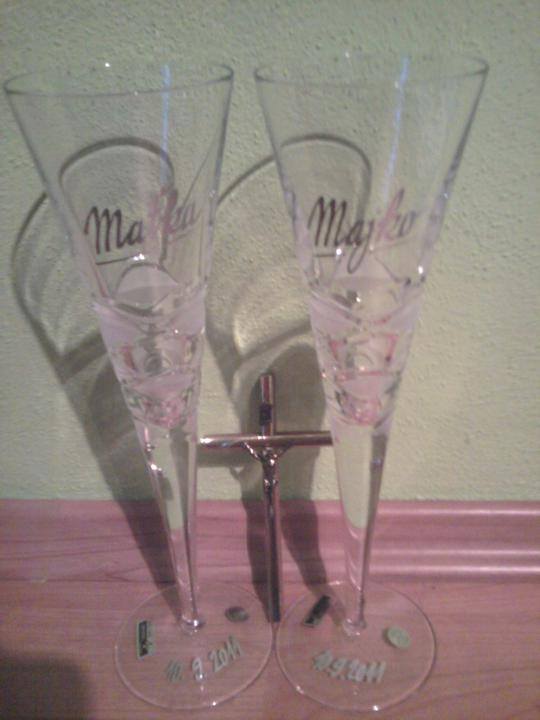 Už naše na svadbičku :) - naše poháre s krížikom od rodičov :)