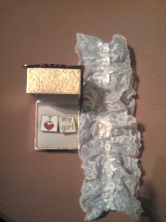 Už naše na svadbičku :) - niečo modré, darované :) s gombíčkami ...