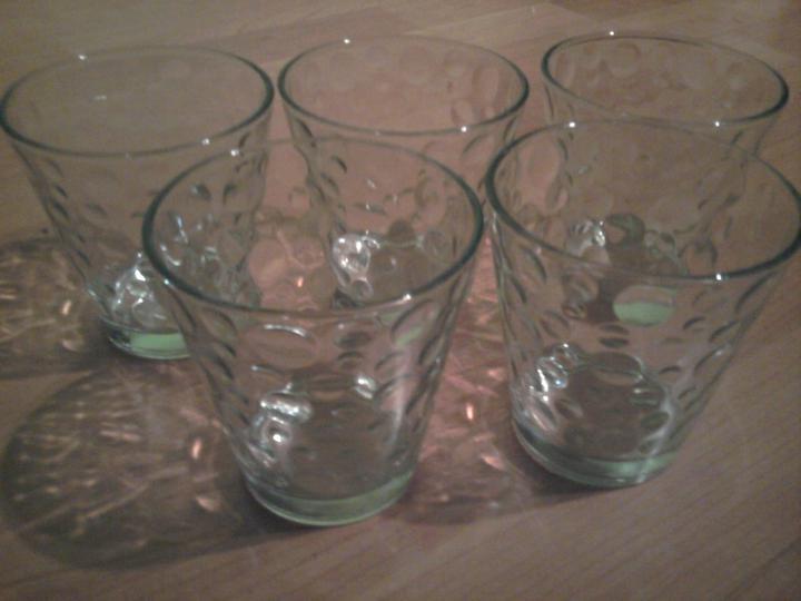 Už naše na svadbičku :) - moje poháriky na plávajúe sviečky :)