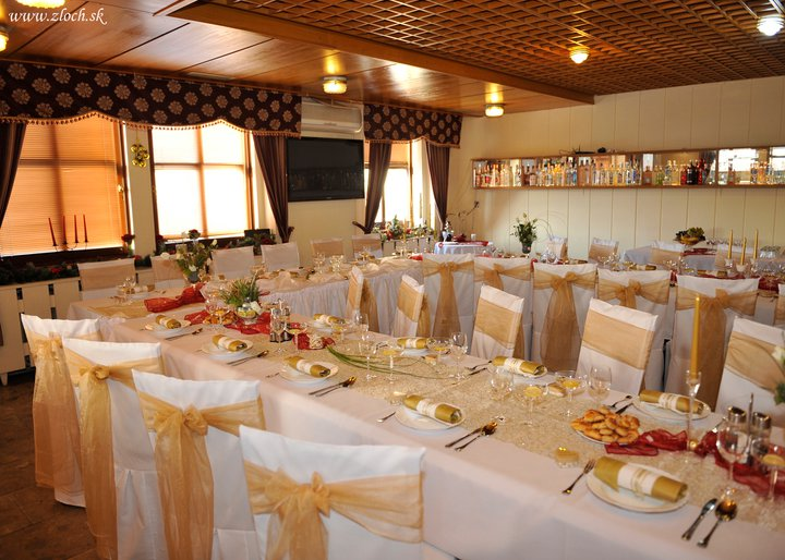 Už naše na svadbičku :) - tu budeme mat hostinu, len vo fialovom :)