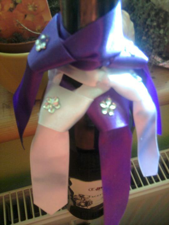 Už naše na svadbičku :) - Aj takéto kravatky na fľaše sú nachystané :)
