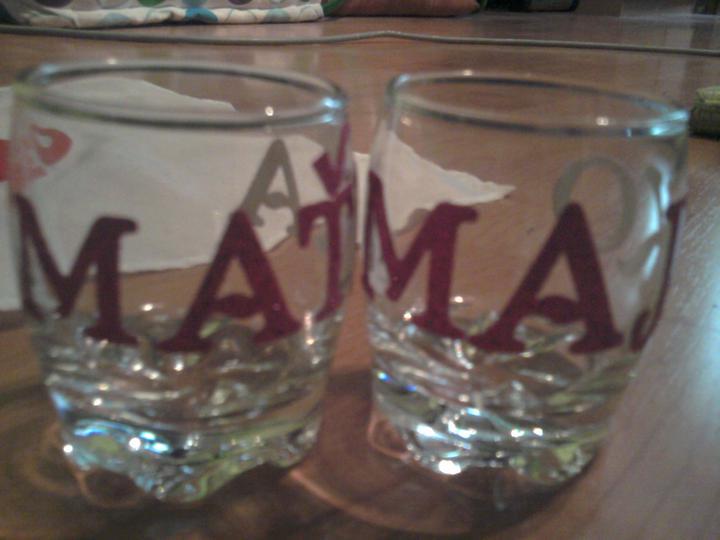Už naše na svadbičku :) - polnočné štamperlíčky s našimi menami :)