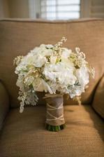tento tvar --- a budou tam ang.růže David Austin, Eustonie, pryskyřníky..... fialovo růovo pudrová/bílá kombinace ....:)