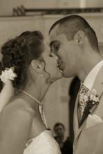 První manželský polibek ...