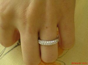 vyzera krasne na prstiku
