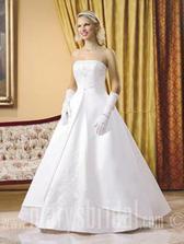 mé svatební šaty na modelce