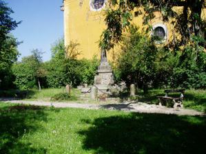 Pomník před radnicí