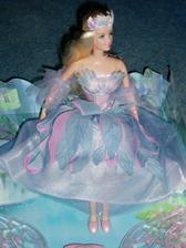 Barbie na auto, možná bude kytka....
