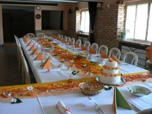stůl bude oranžovo-zelený