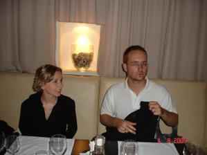 v tej istej reštaurácii deň po tom, čo si šelmiško dal najkrajší darček k narodkám - požiadal ma o ruku :-D