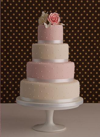 Naše malá puntíkovaná svatba - dort objednán