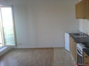 místnost s kuchyňkou, je to opravdu mini :-)