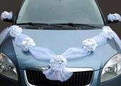 Dekorácia auta kvety a tyl,