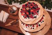 Dřevěný stojan na dort,