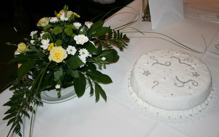 Lucie{{_AND_}}Michal - druhý dort na večerní oslavu, pečený kamarádkou