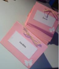 Naše jmenovky, nic extra, ale nám se líbí :-)