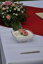 Prstýnky měli přijít na růžičky, ale nějakej chytrák je dal do toho cukru :-)