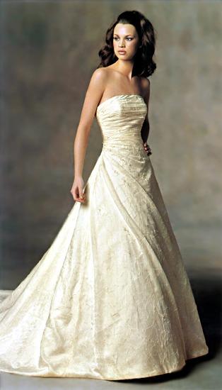 Plány a skutočnosť - Keď som prvý krát pozerala šaty na nete tak mi tieto padli ako prvé do oka.V tom momente som vedela, že moje šaty nebudú čisto biele.