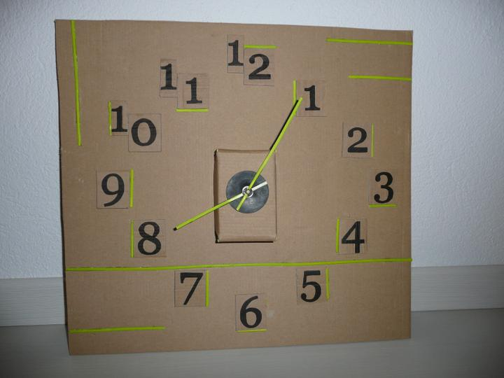 Keď mám trošku času... - moje hodiny z kartónu :-)