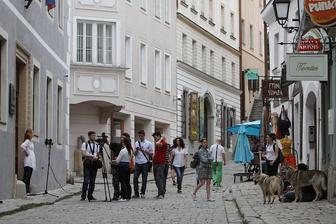 zo včerajšieho natáčania, kde hrá Nero démona - vlka. ulica v Bratislave, Farská má úžasnú atmosféru. bolo to ako v inom meste!