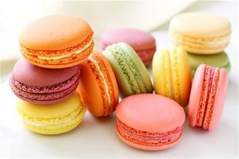 S přítelem jsme si je zamilovali, takže makronky všech chutí a barev nesmí chybět! :)